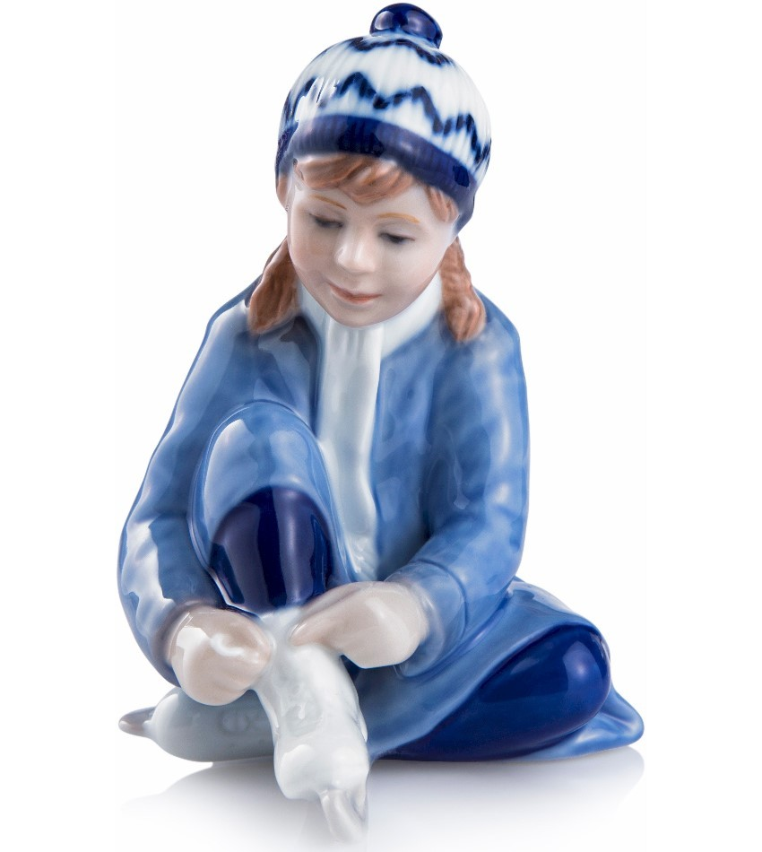 2016RC1016802 - 2016 Annual Girl Figurine