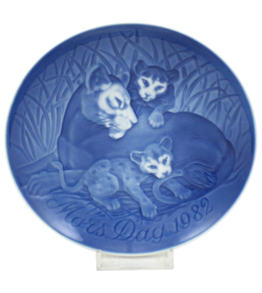 82BGMDP - 1982 Mother's Day Plate